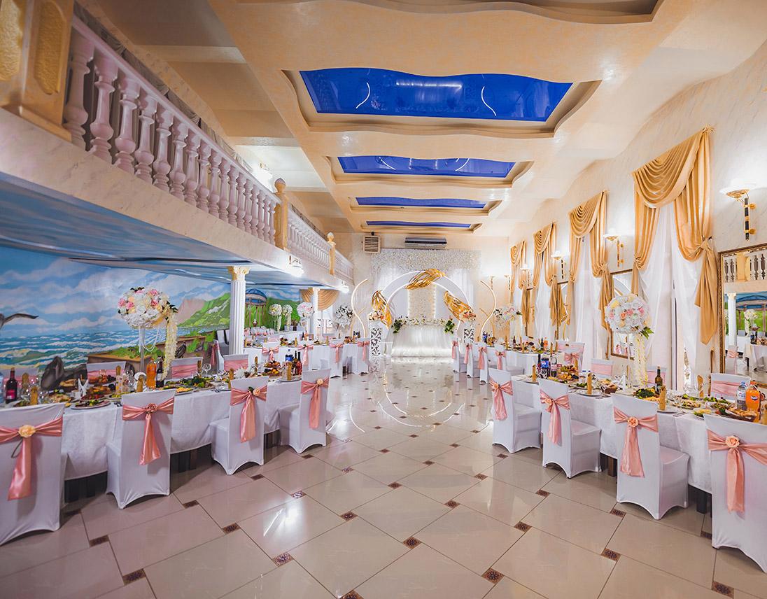 Большой зал ресторана